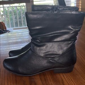 Comfortview black ankle boots